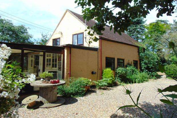 3 Bedrooms Detached House for sale in Hundred Foot Bank, Welney, Wisbech, PE14