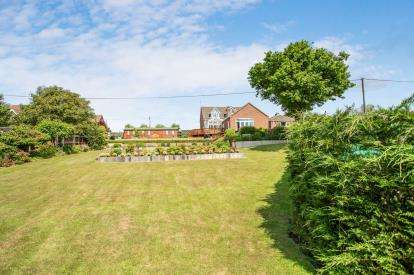 4 Bedrooms Detached House for sale in Paston, North Walsham, Norfolk