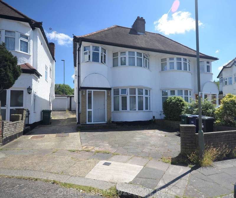 3 Bedrooms Semi Detached House for sale in Grove Gardens, Hendon