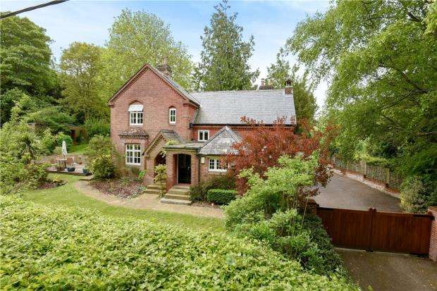 4 Bedrooms Detached House for sale in School Lane, Headbourne Worthy, Winchester