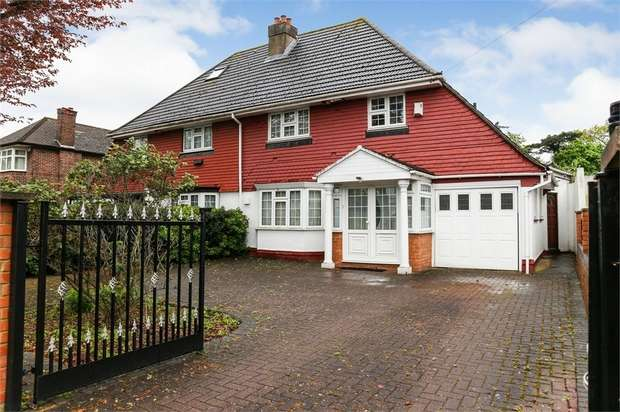 4 Bedrooms Semi Detached House for sale in Firs Drive, Hounslow, Greater London