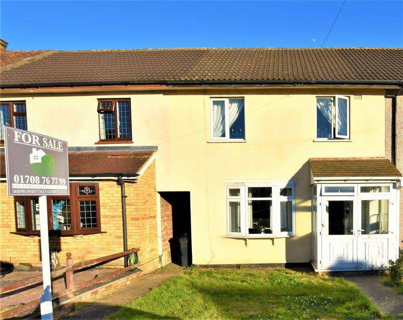 2 Bedrooms Terraced House for sale in Crossfields, Loughton