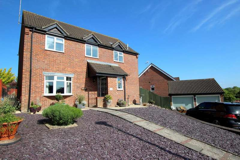 4 Bedrooms Detached House for sale in Tiberius Close, Haverhill CB9