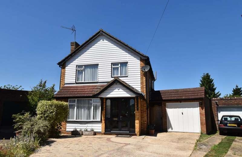 3 Bedrooms Detached House for sale in Barnfield Close, Hoddesdon EN11