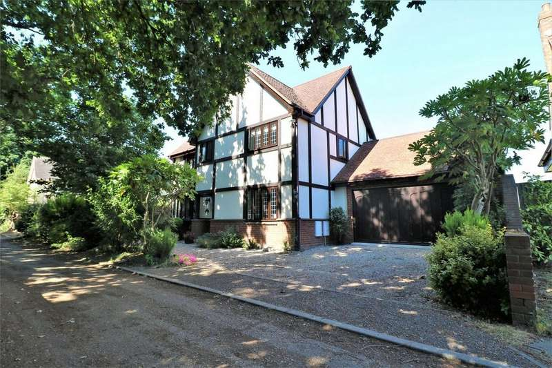 4 Bedrooms Detached House for sale in Green Lane, Colchester, Essex