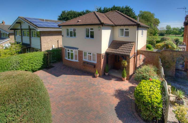 4 Bedrooms Detached House for sale in Epping Road, Roydon, Harlow
