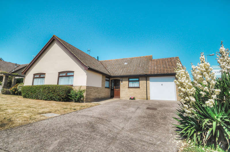 2 Bedrooms Detached Bungalow for sale in Castle Hill, Halesworth