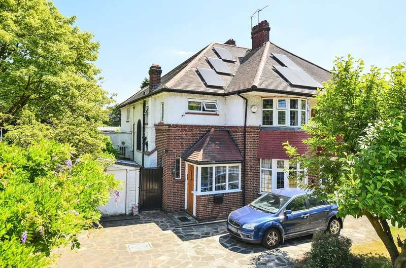 3 Bedrooms Semi Detached House for sale in Avery Hill Road, London SE9