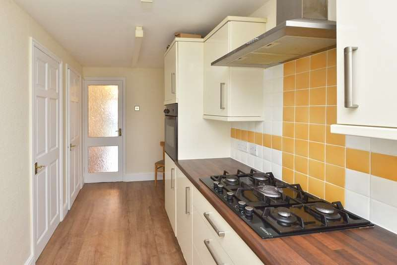 2 Bedrooms Maisonette Flat for sale in Copenhagen Close, Luton, Bedfordshire, LU3