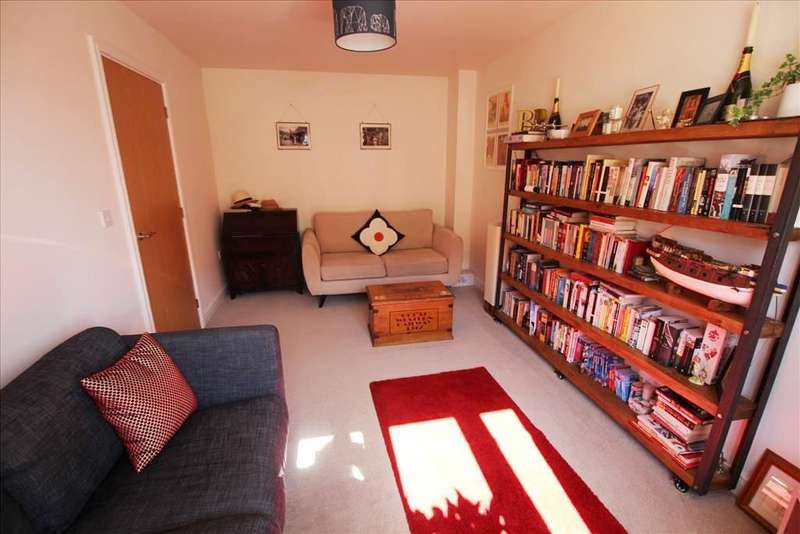 3 Bedrooms Semi Detached House for sale in Centurion Walk, Sandy, SG19