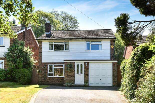 4 Bedrooms Detached House for sale in The Spinney, Beaconsfield
