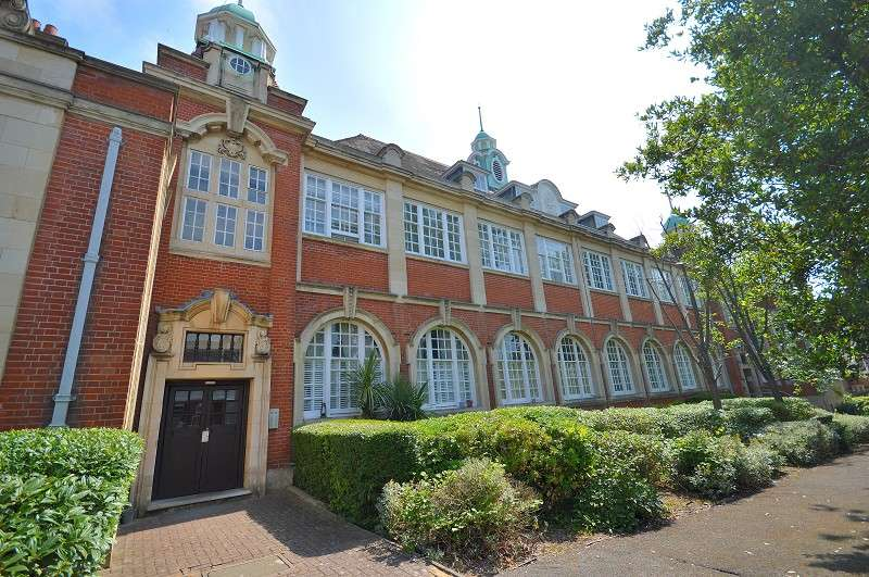 2 Bedrooms Flat for sale in Corrib Court, Crothall Close, London, Greater London. N13