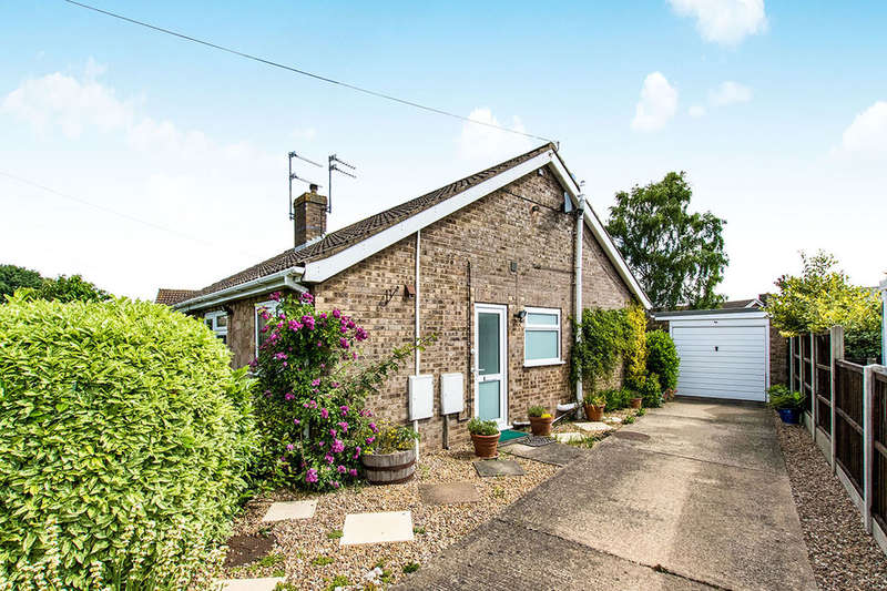 2 Bedrooms Semi Detached Bungalow for sale in Hebden Moor Way, North Hykeham, Lincoln, LN6