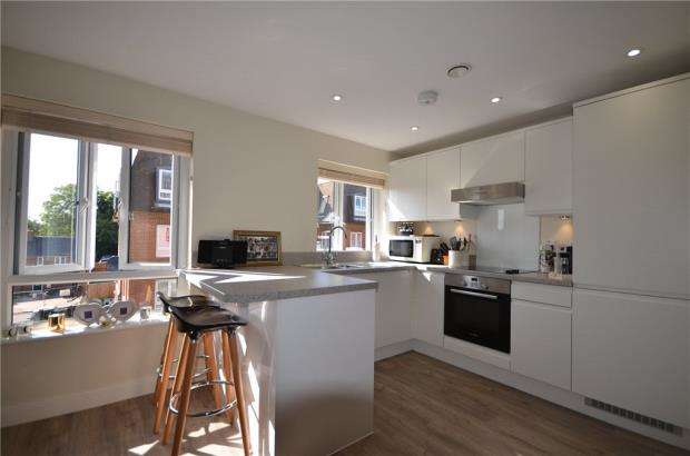 Apartment Flat for sale in Guildgate House, High Street, Crowthorne