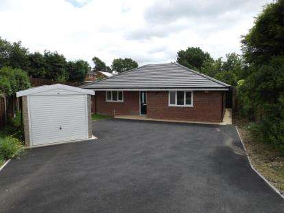 3 Bedrooms Bungalow for sale in Pooles Lane, Willenhall, West Midlands