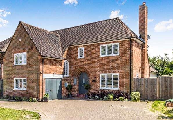 4 Bedrooms Detached House for sale in Worcester Park, Surrey