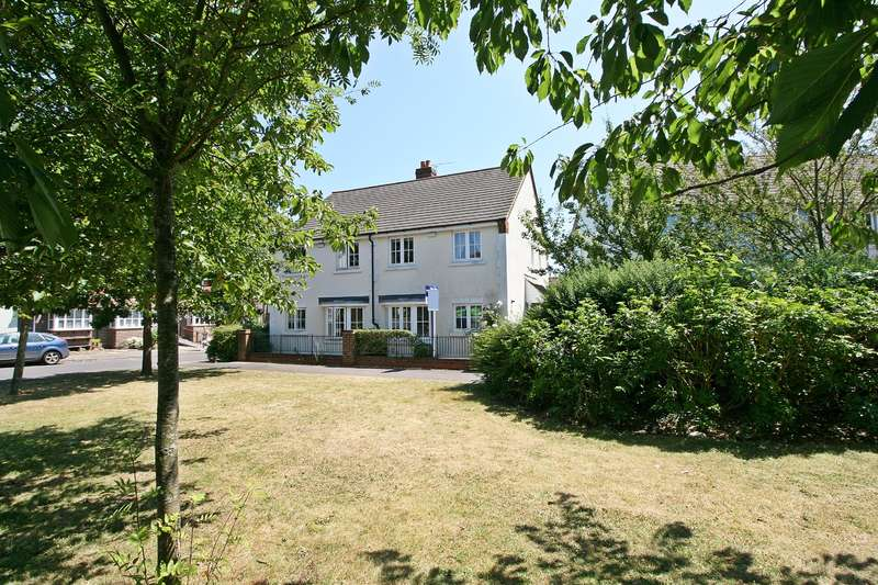 4 Bedrooms Semi Detached House for sale in Meadow Lane, Hamble, Southampton, SO31 4RD