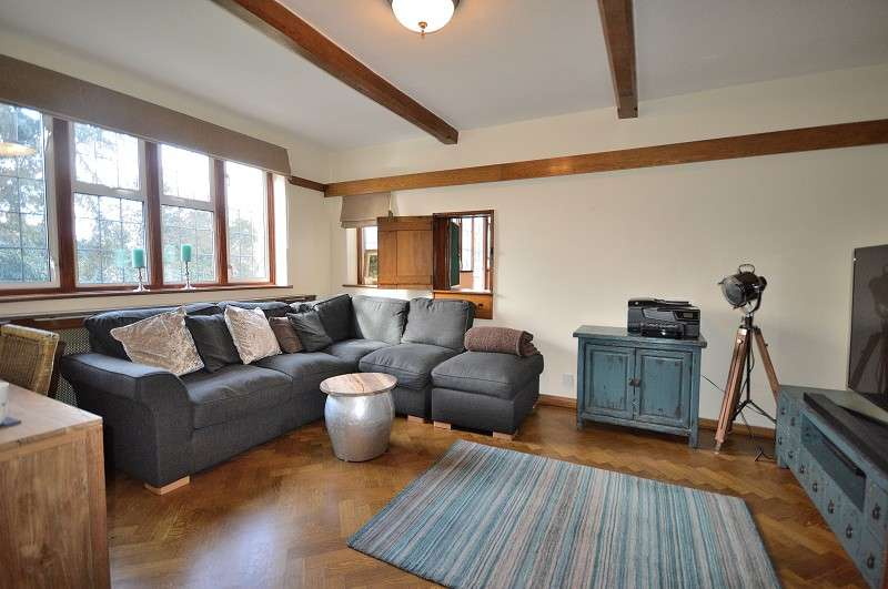 4 Bedrooms Detached House for sale in The Green , Southgate, London. N14