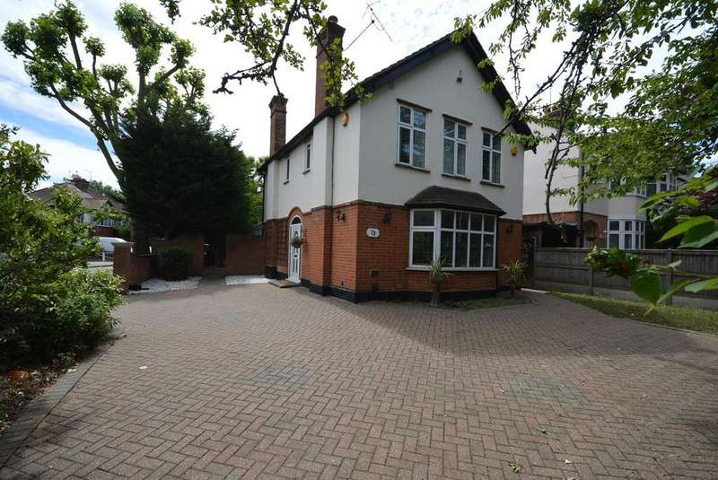 4 Bedrooms Detached House for sale in Main Road, Romford, RM1
