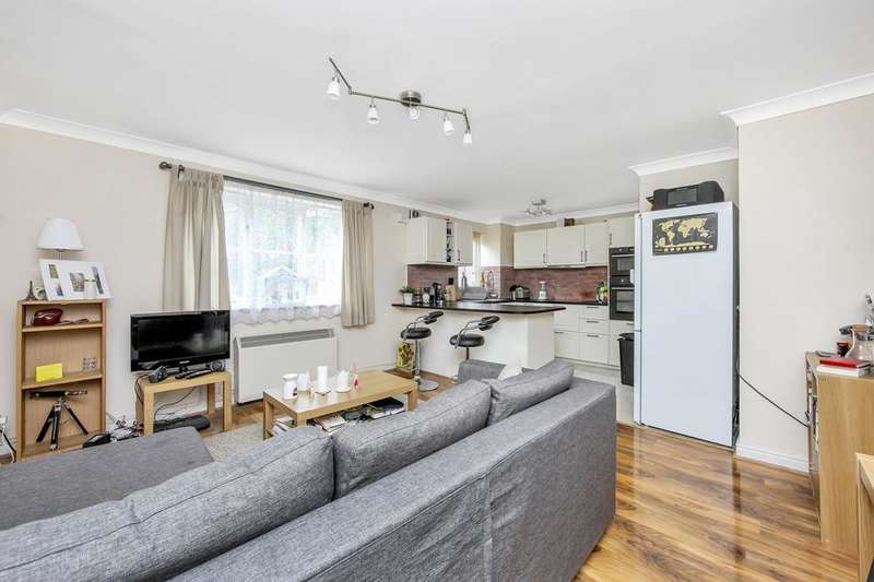 2 Bedrooms Flat for sale in Century House, Armoury Road, London SE8