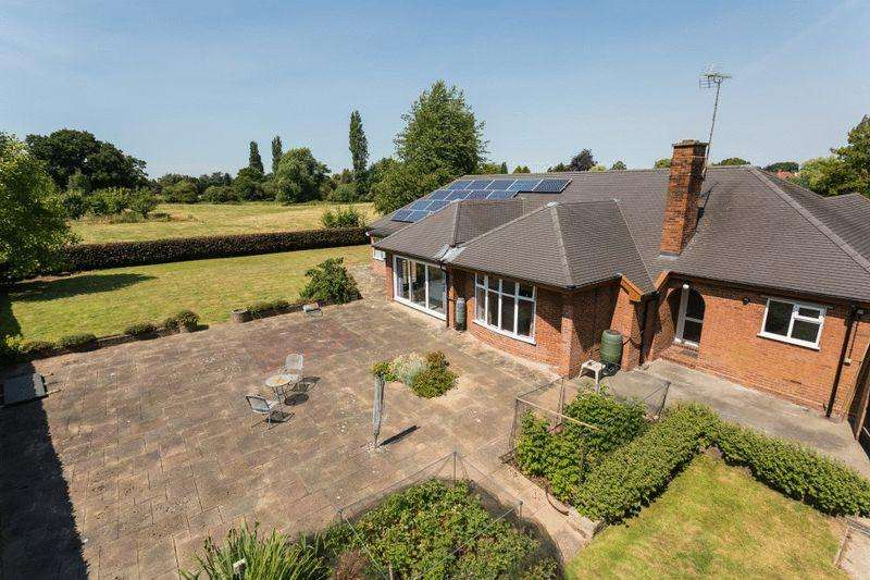 4 Bedrooms Bungalow for sale in Springfield Drive, Wistaston