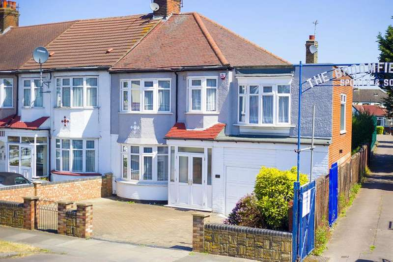 4 Bedrooms Property for sale in Hedge Lane, Palmers Green, London, N13