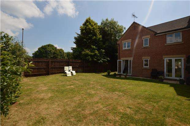 3 Bedrooms Terraced House for sale in Laddon Mead, Yate, BRISTOL, BS37 7NG
