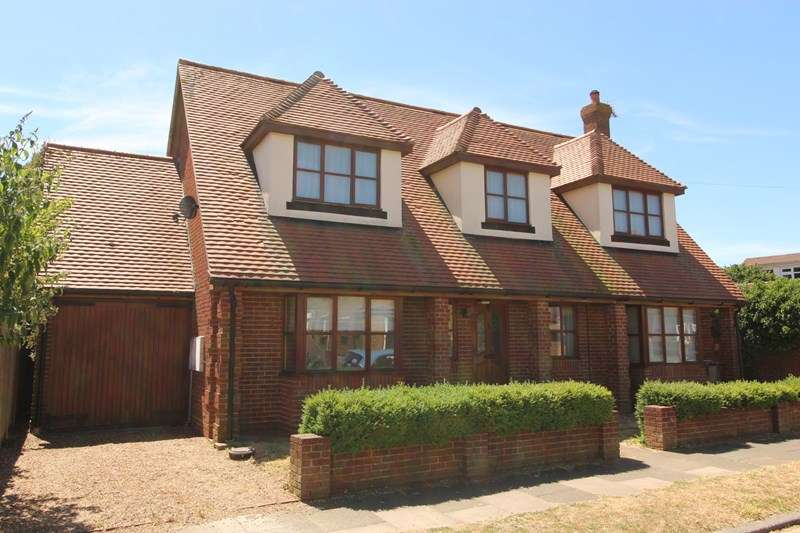 4 Bedrooms Detached House for sale in Woodleigh Avenue, Leigh-On-Sea