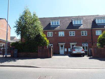 3 Bedrooms Semi Detached House for sale in Alderglen Road, Manchester, Greater Manchester