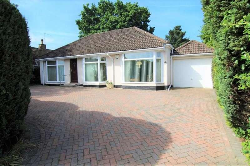 3 Bedrooms Detached Bungalow for sale in Watmore Lane, Winnersh, Wokingham, Berkshire, RG41 5JT