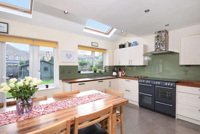 4 Bedrooms Detached House for sale in Ebury Road, Rickmansworth, WD3