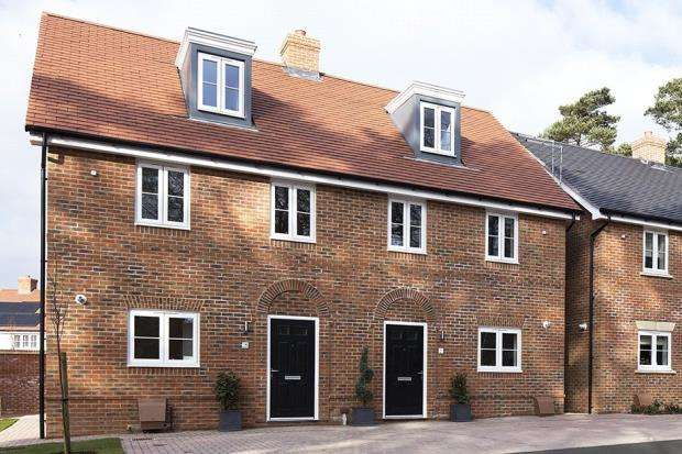 3 Bedrooms Terraced House for sale in Oakham Park, Old Wokingham Road, Crowthorne