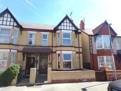 4 Bedrooms Semi Detached House for sale in Sandringham Avenue, Rhyl, Ddenbighshire, LL18