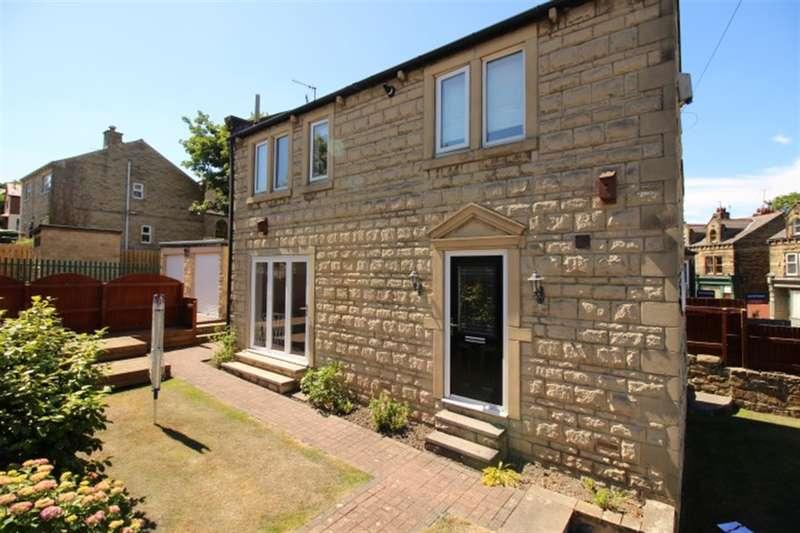 3 Bedrooms Detached House for sale in Club Lane, Rodley, LS13 1JG
