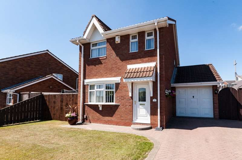 3 Bedrooms Detached House for sale in Kinloss Close, Thornaby -on-Tees, County Durham, TS17