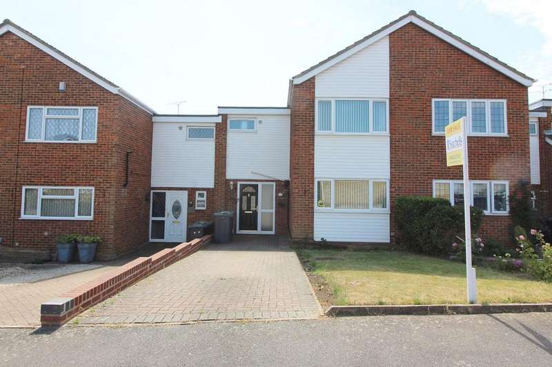 3 Bedrooms Terraced House for sale in Seaford Close, Luton, LU2
