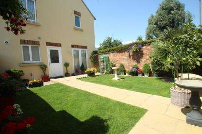 3 Bedrooms Semi Detached House for sale in Linnet Gardens, Portishead, North Somerset