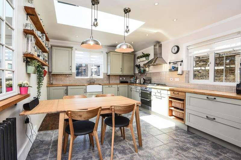 4 Bedrooms Maisonette Flat for sale in Sellincourt Road, Tooting