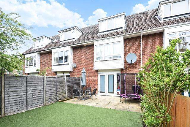3 Bedrooms House for sale in Hazel Drive, Woodley, RG5