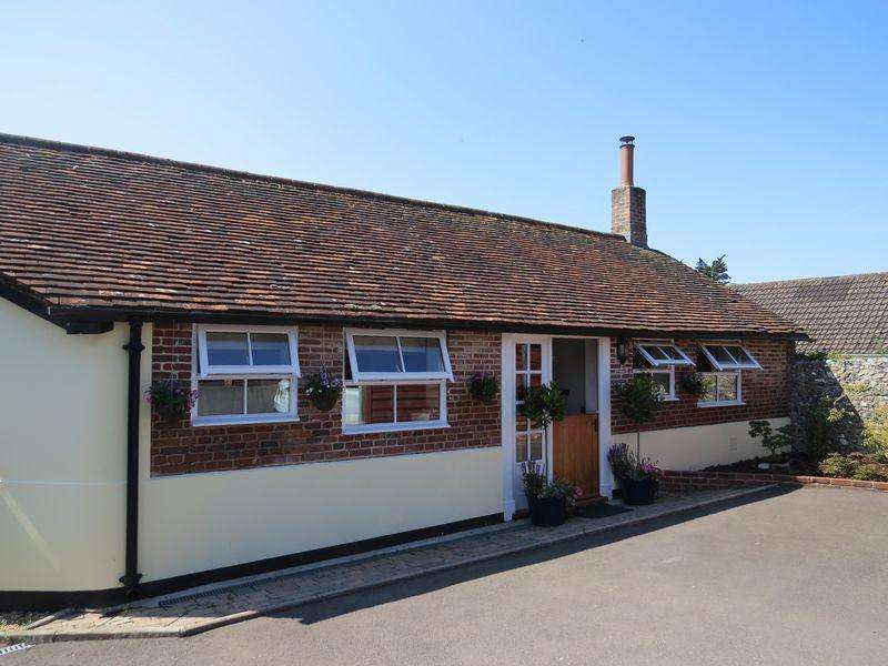 2 Bedrooms Detached House for sale in Central Hambledon, Meon Valley