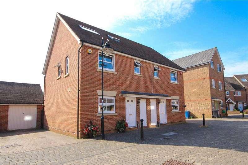 4 Bedrooms Semi Detached House for sale in Chertsey Street, Fleet, GU51