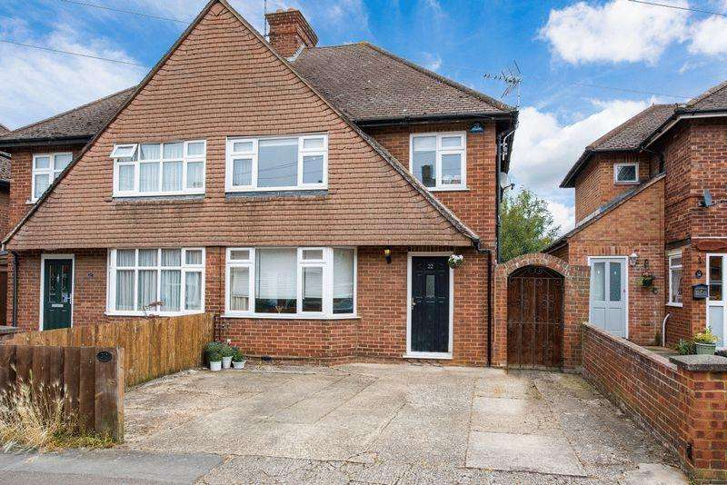 3 Bedrooms Semi Detached House for sale in Willow Road, Aylesbury
