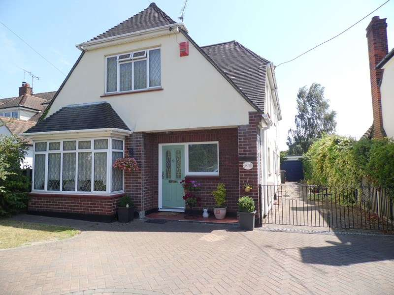 5 Bedrooms Detached House for sale in Eastern Road, Rayleigh
