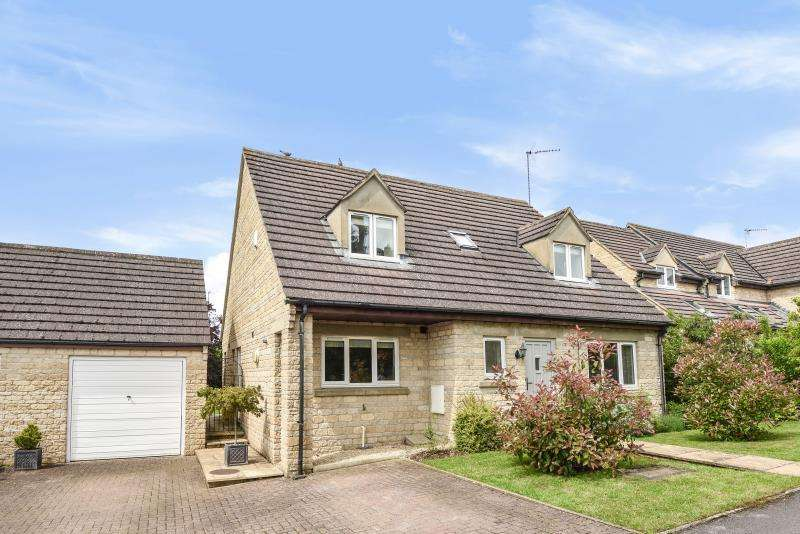 4 Bedrooms Detached House for sale in Monks Close, Carterton, Oxon