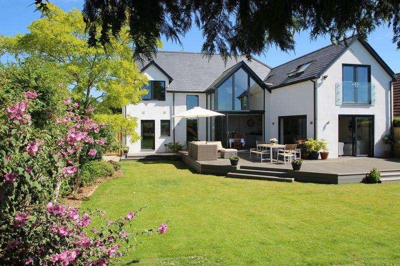 5 Bedrooms Detached House for sale in Hadlow Road, Tonbridge