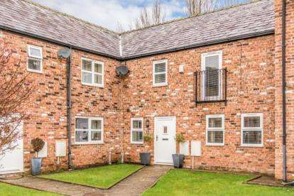 4 Bedrooms Mews House for sale in Moss Hall Farm Cottages, Plodder Lane, Bolton, Greater Manchester
