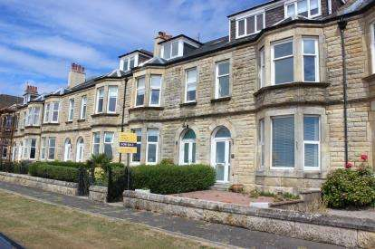 5 Bedrooms Terraced House for sale in Broomfield, Largs