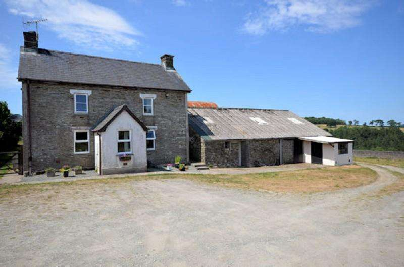 4 Bedrooms Land Commercial for sale in The Old Farmhouse , Penrallt Goch, Newchapel, Boncath, Pembrokeshire. SA37 0HH