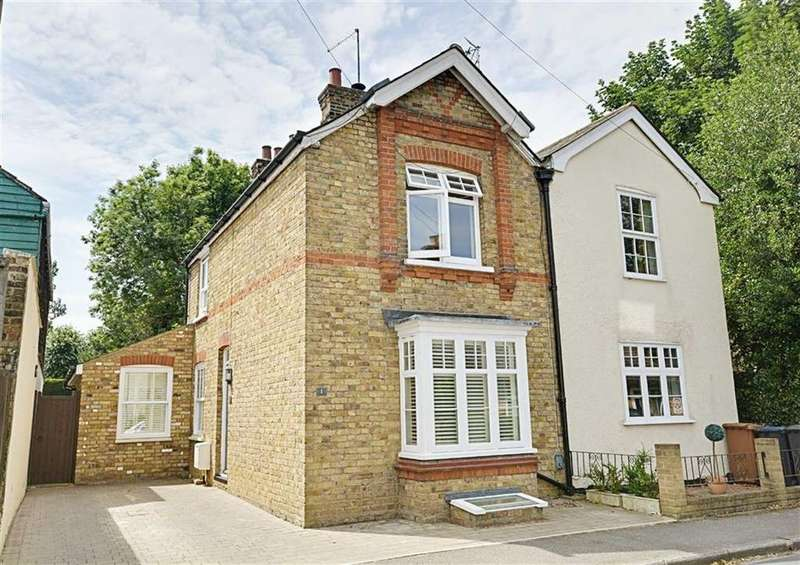 3 Bedrooms Semi Detached House for sale in Tower Street, Bengeo, Herts, SG14