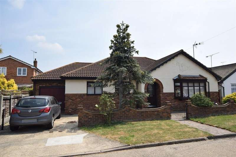 4 Bedrooms Detached Bungalow for sale in Clarendon Road, Canvey Island